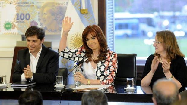 El ministro de Economía, Axel Kicillof, la presidenta Cristina Kirchner y la gobernadora electa de Santa Cruz, Alicia Kirchner