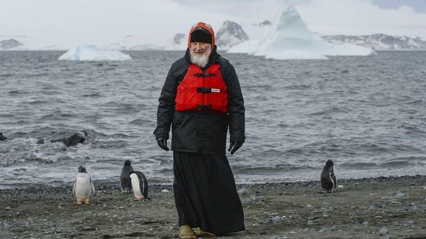 Kirill estuvo con pingüinos en la Antártida rusa
