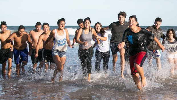 Un grupo de alumnos de Merlo conocieron por primera vez la Costa Atlántica