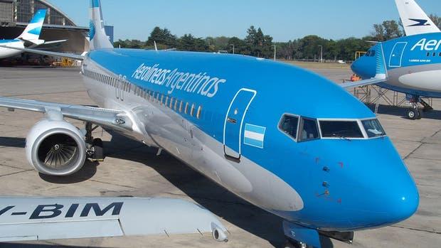 Un avión que iba de Neuquén a Aeroparque aterrizó de emergencia en Bahía Blanca