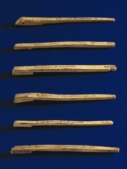La historia de los palos tallados no acabó demasiado bien