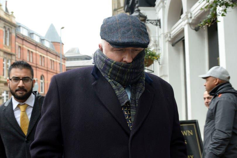 """Simon Bramhall, de 53 años, se declaró culpable pero negó la acusación más grave de causar """"daño corporal real"""""""
