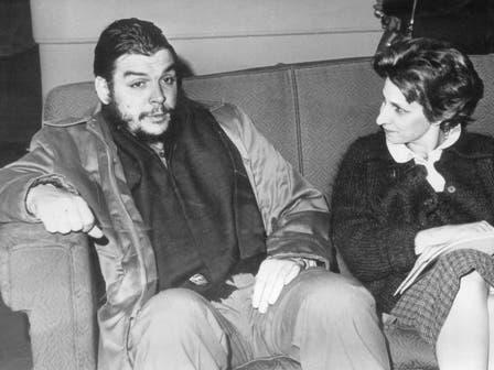 Con Julia Constenla, autora del libro Che Guevara, la vida en juego. Foto: Fotografía del libro Che Guevara, la vida en juego