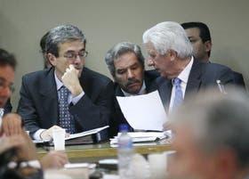 Los diputados Walter Agosto, Felipe Solá y Alberto Cantero trataron ayer en las comisiones de Agricultura y de Presupuesto el proyecto oficial