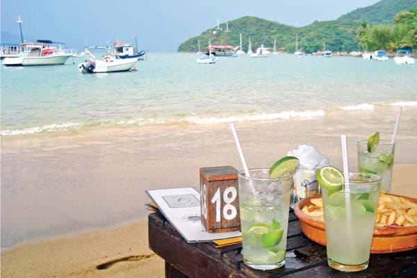 Tere y sus amigas disfrutaron de la playa brasileña.