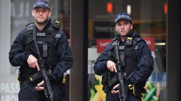 Policías armados se mantuvieron en la zona del Puente de Londres y Borough Market
