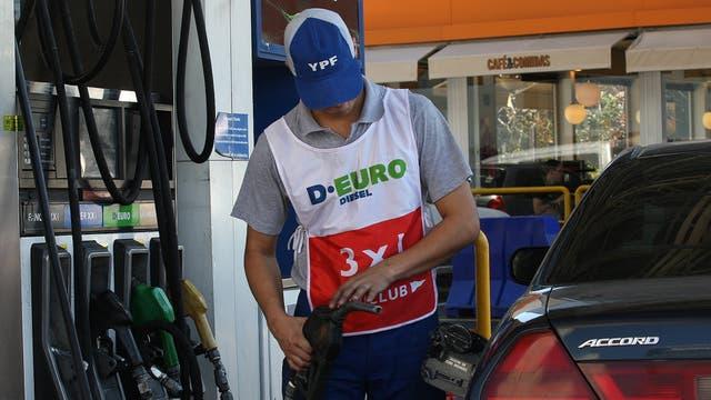 Nafta: Recién rige el aumento y ya anuncian otra suba para octubre