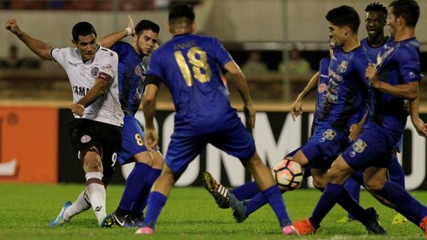Sand fue una pieza clave en el empate de Lanús en Maracaibo