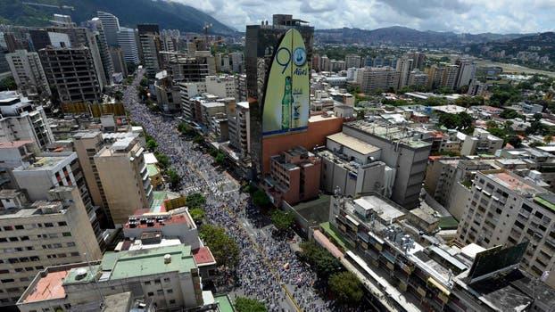 Gran cantidad de gente llega a Caracas para participar de la manifestación. Foto: AFP / Federico Parra
