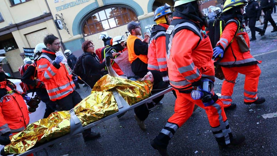 La policía desaloja una protesta contra el G-20 en Hamburgo. Foto: Reuters / Kai Pfaffenbach