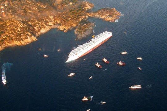 El crucero Costa Concordia encalló anoche cerca de la hora de la cena. Foto: Reuters