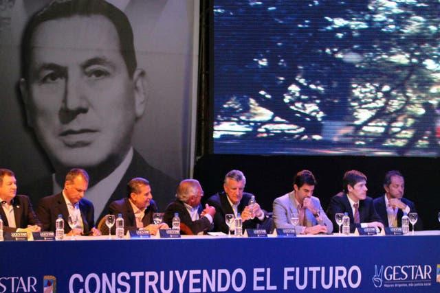 Gobernadores oficialistas reunidos ayer en Corrientes, en apoyo de la candidatura de Espínola