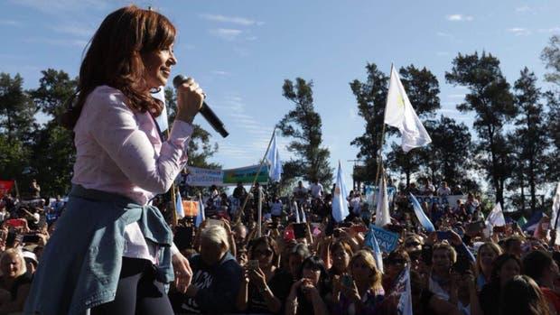 Cristina hizo campaña en Ezeiza rodeada de las candidatas de Unidad Ciudadana