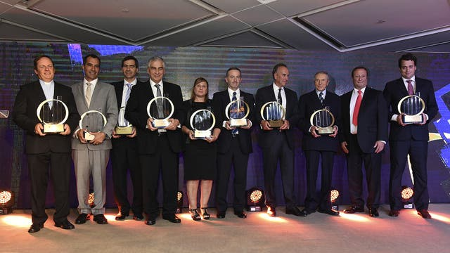 En el escenario, el ganador de la categoría máxima y los ganadores por las categorías emergentes y sociales.