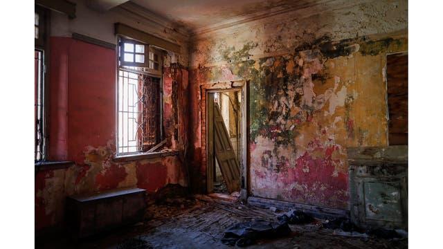 El interior de una mansión abandonada llamada Yu Yuen, construida en la década de 1920
