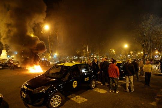 Protesta y cortes de taxistas por un conductor asesinado en Mar del Plata. Foto: Mauro V. Rizzi
