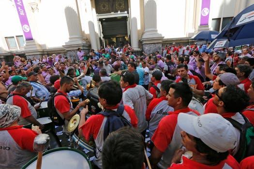 Pablo Moyano y camioneros bloquean el Banco Central. Foto: LA NACION / Ricardo Pristupluk