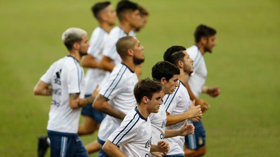 La selección en pleno entrenamiento antes de enfrentar a Singapur. Foto: LA NACION / Rodrigo Néspolo / Enviado especial