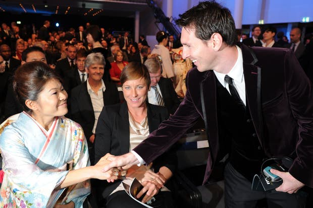Messi y Homare Sawa, el mejor jugador y la mejor jugadora del 2011.  /AP, AFP y Reuters