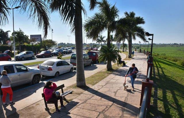 Área protegida: en la nueva costanera de la capital está prohibido tomar bebidas alcohólicas, la venta ambulante, remontar barriletes, tocar guitarra y cualquier manifestación política