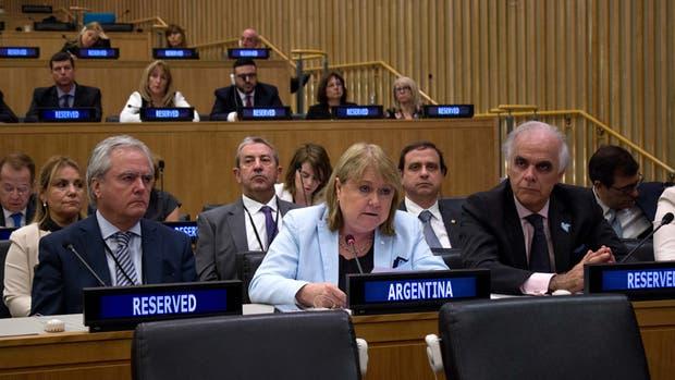Malcorra, ayer, en el Comité de Descolonización; con ella, Pinedo y Cobos, entre otros