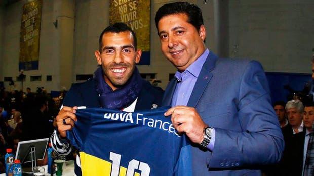 Angelici cree que Tevez jugará en Boca el año próximo