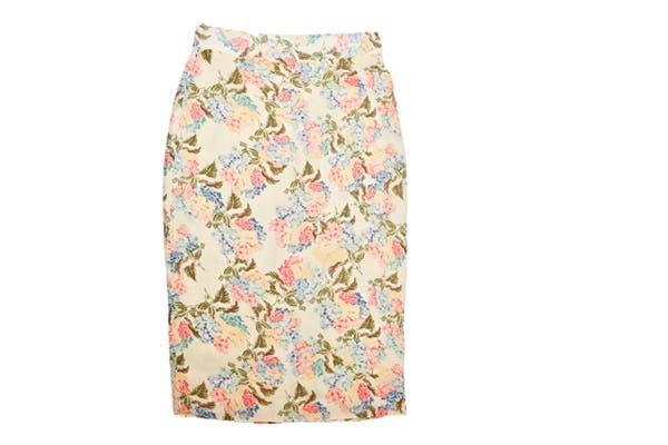 Falda tubo estampada (Las Oreiro, $860)..
