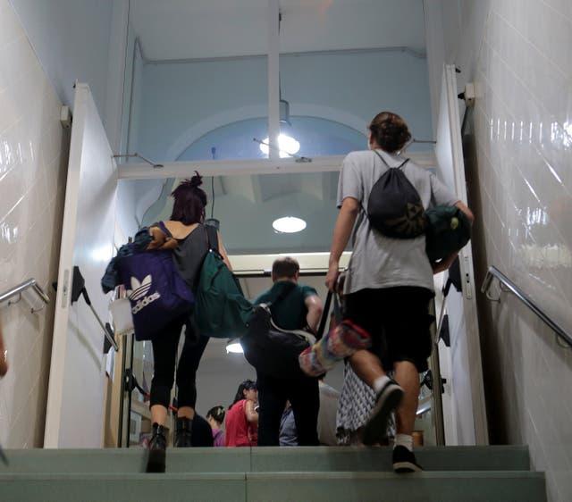 En una escuela de Barcelona, los ocupantes planeaban quedarse dos noches