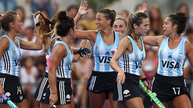 Las Leonas festejaron ante Nueva Zelanda