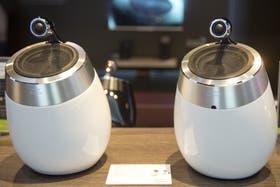 Los fabricantes siguen buscando alternativas de diseño para los parlantes tradicionales (como estos Philips Fidelio)