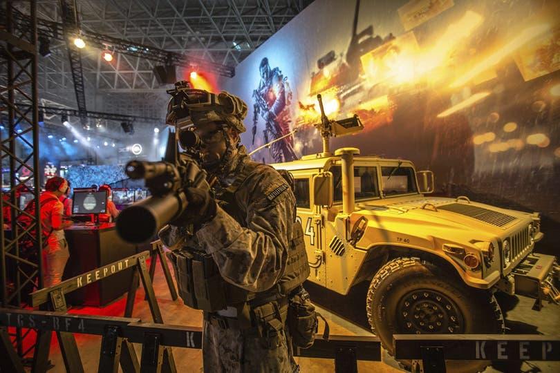 Una representación del Battlefield 4, otro de los grandes lanzamientos del año, presente en Tokio. Foto: EFE