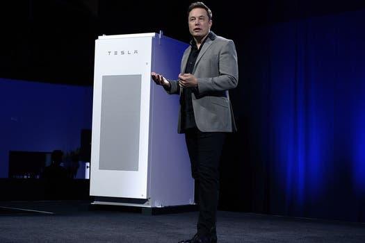 Elon Musk, CEO de Tesla, durante la presentación de la batería Powerwall. Foto: AFP