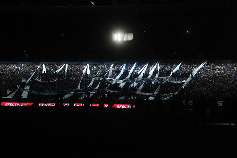 La luz se cortó en el estadio de Racing durante 20 minutos. Foto: LA NACION / Emiliano Lasalvia