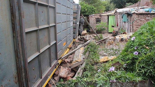 En noviembre, un tren del Belgrano Cargas descarriló en Córdoba; cuatro vagones cayeron sobre casas precarias