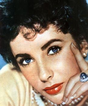 Elizabeth Taylor, famosa por su belleza, sus increíbles ojos que algunos aseguraban eran violetas, y su carisma, conquistó durante décadas la pantalla grande y se convirtió en un mito..