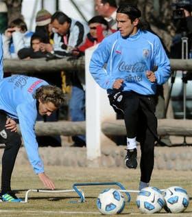Junto con Forlán se entrena Edinson Cavani, un ejemplo de la transición del seleccionado juvenil al mayor
