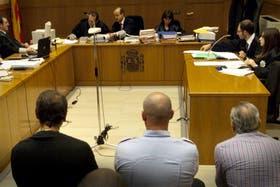 Miret y los hermanos Juliá escuchan el alegato de la fiscalía