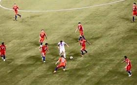 La imagen que recorrió el mundo a través de las redes sociales: 9 chilenos contra Messi