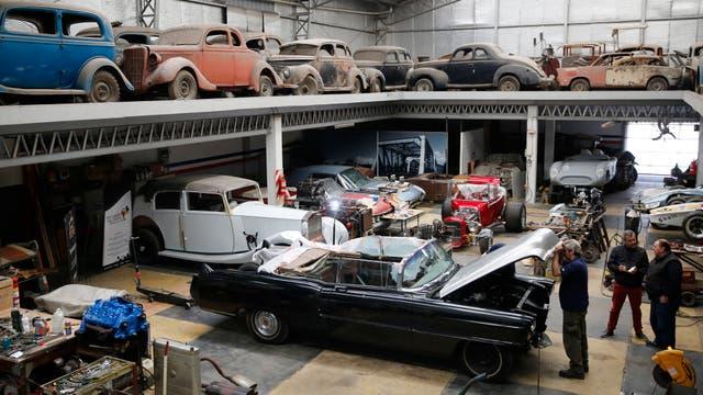 El vehículo es restaurado en un taller ubicado en el barrio porteño de Villa Real. Foto: LA NACION / Maxie Amena