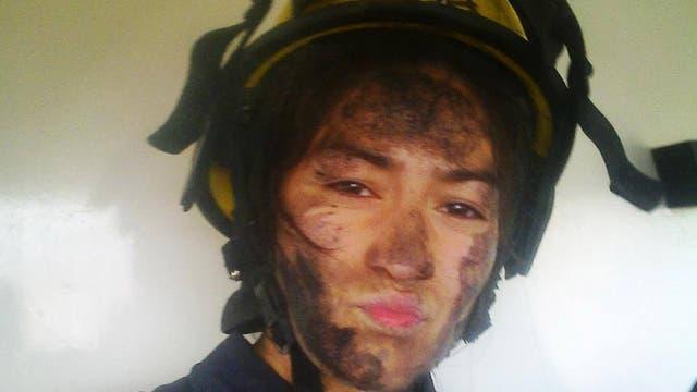 """""""Me recosté en el piso y me quedé dormida"""", contó la bombero de la foto viral"""