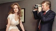 Trump fue fotógrafo por un día de la revista Playboy con motivo de su aniversario número 40. En la imagen aparece fotografiando a la modelo Bridget Marks