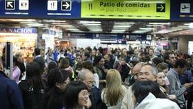 El Gobierno obliga a las aerolíneas a presentar un listado de pasajeros antes del despegue o aterrizaje de un avión