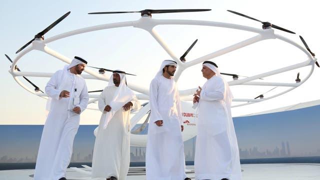 El taxi volador sobrevoló por 5 minutos un área de arena en la costa del emirato sobre el Golfo Pérsico