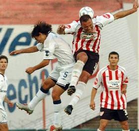 Jiménez, autor del gol de Instituto, le gana en el salto a Carrizo; Independiente mejoró la segunda parte