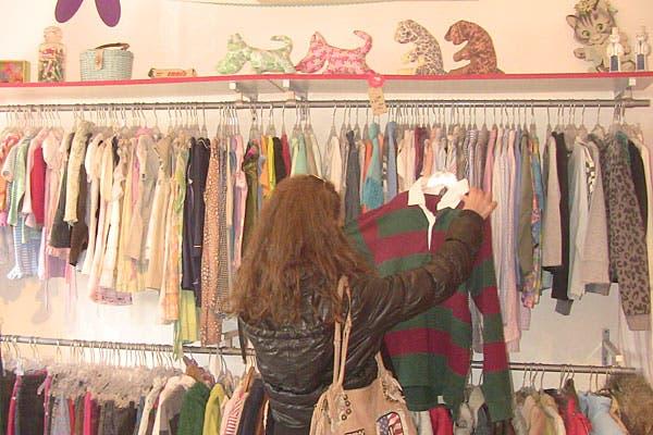 Hay un sector con ropa para chicos. Foto: Cecilia Wall