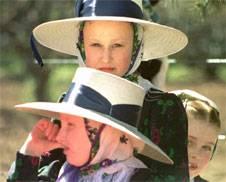 Los sombreros femeninos son sólo una de las características particulares que los distinguen de otras comunidades