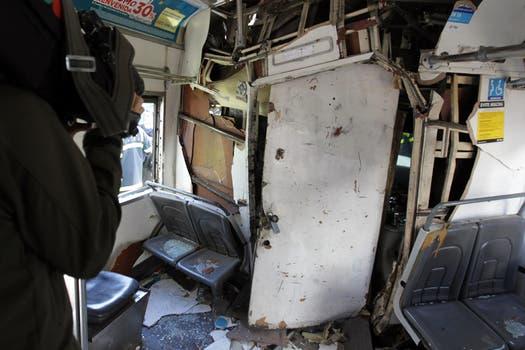 Dos trenes de la línea Sarmiento y un colectivo chocaron a la altura de Flores hay varios muertos y más de 160 heridos. Foto: EFE