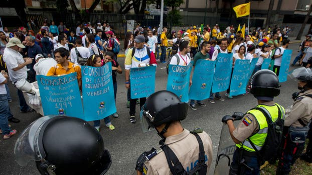 Gran cantidad de gente llega a Caracas para participar de la manifestación. Foto: EFE / Miguel Gutierrez