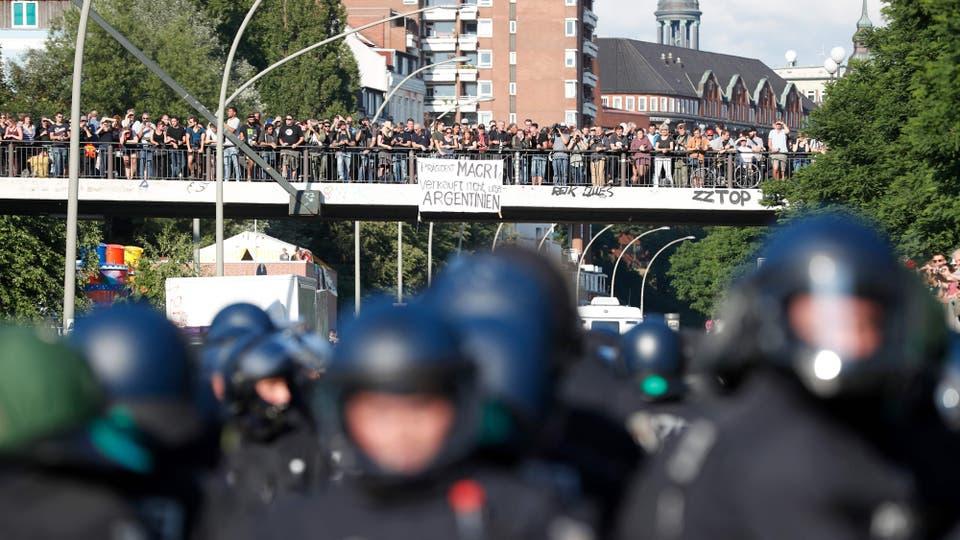 La policía desaloja una protesta contra el G-20 en Hamburgo. Foto: AFP / Odd Andersen