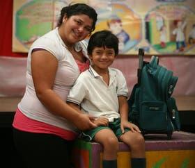 Daiana Jaime, de Rafael Castillo, envía a Ezequiel a la Escuela Modelo Argentina